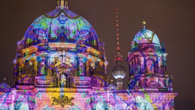 Осенний фестиваль света начался в Берлине
