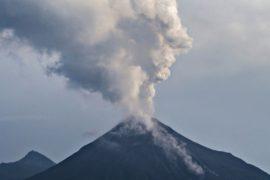 Мексика: жителей эвакуируют из-за вулкана Колима