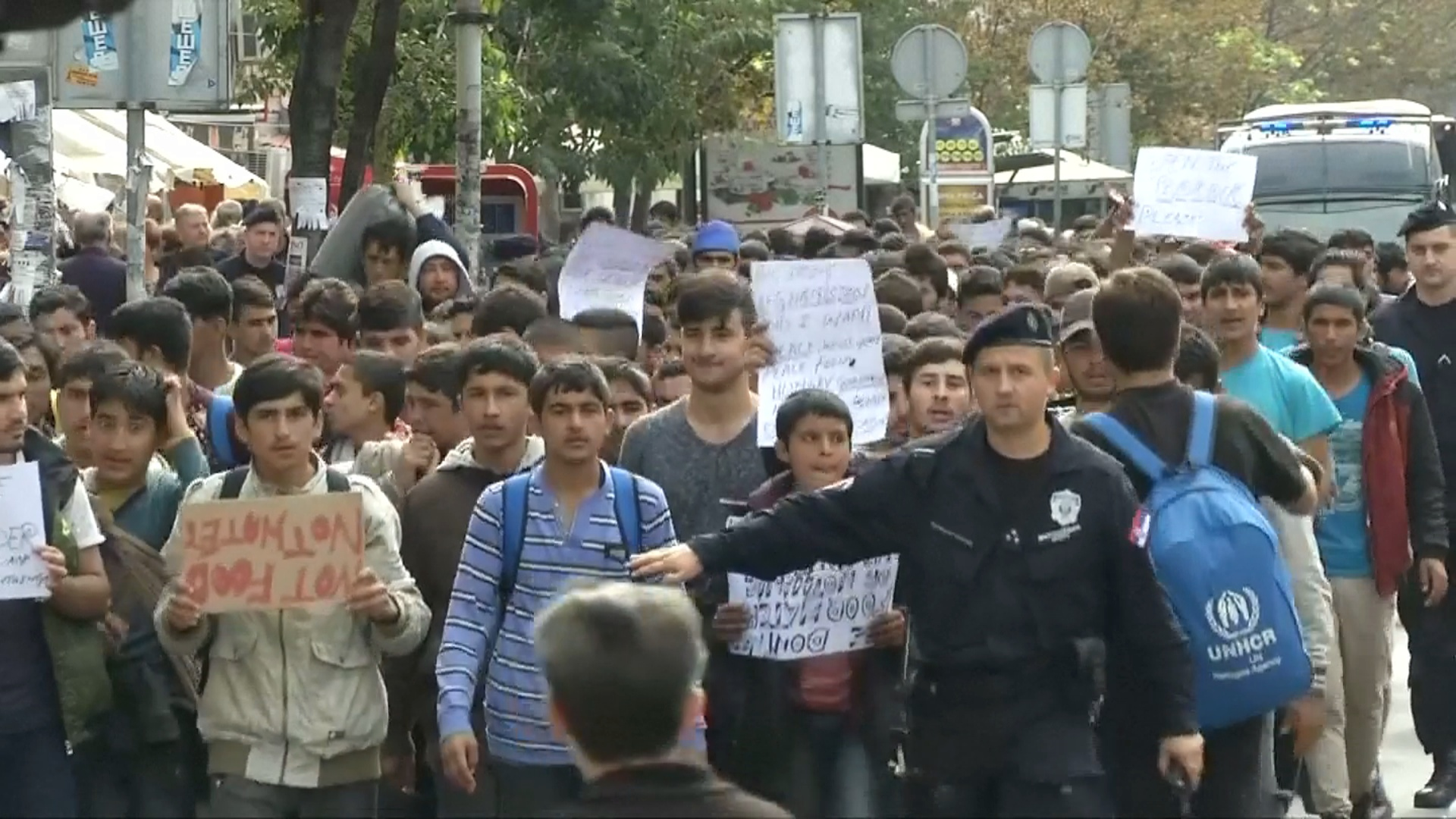 Мигранты в Сербии надеются на открытие венгерской границы