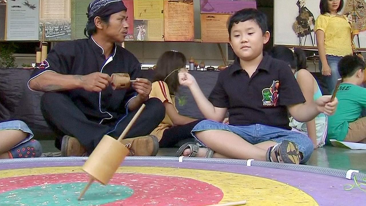 Индонезия: традиционные игрушки возвращаются