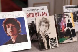 Боб Дилан получит Нобелевскую премию по литературе