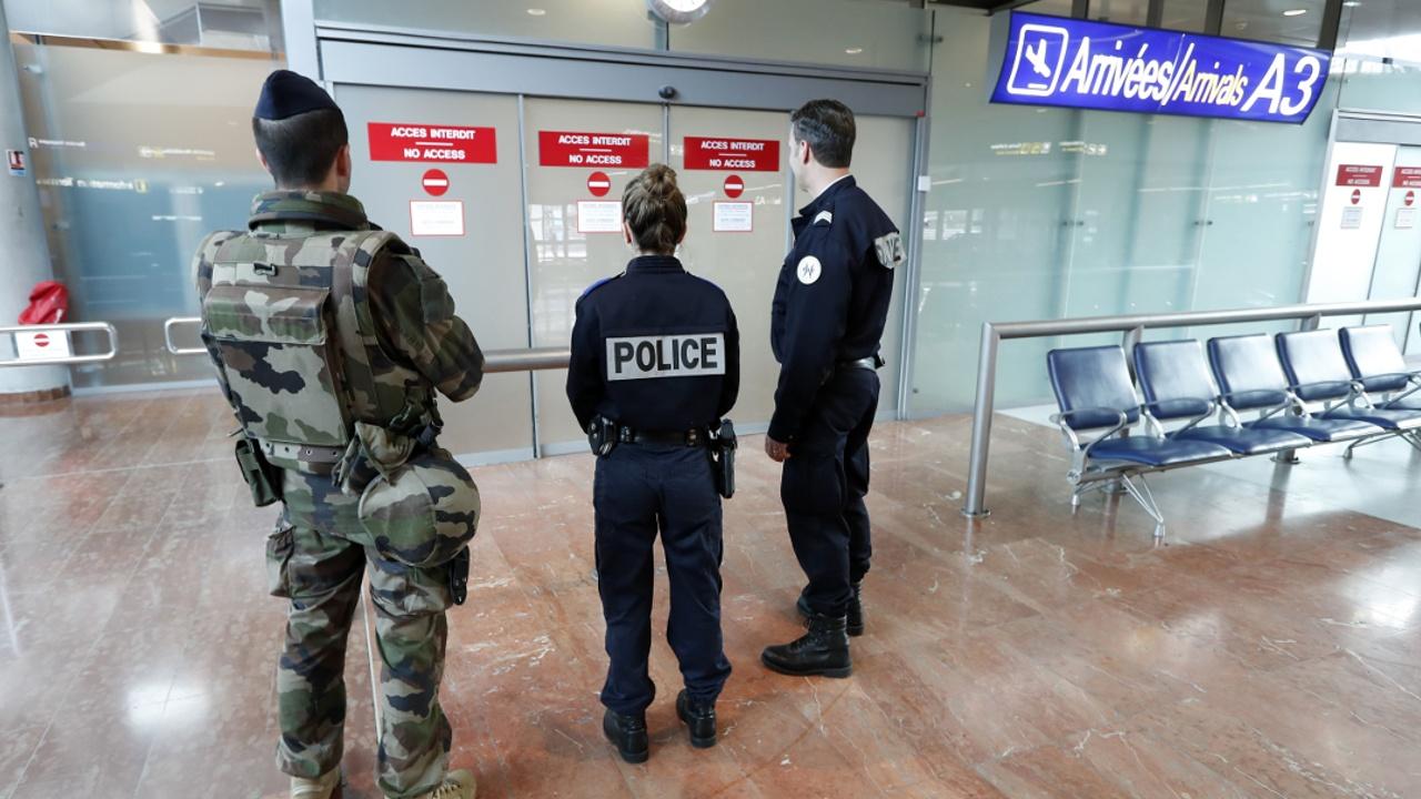 Германия и Австрия хотят продлить проверки на границах