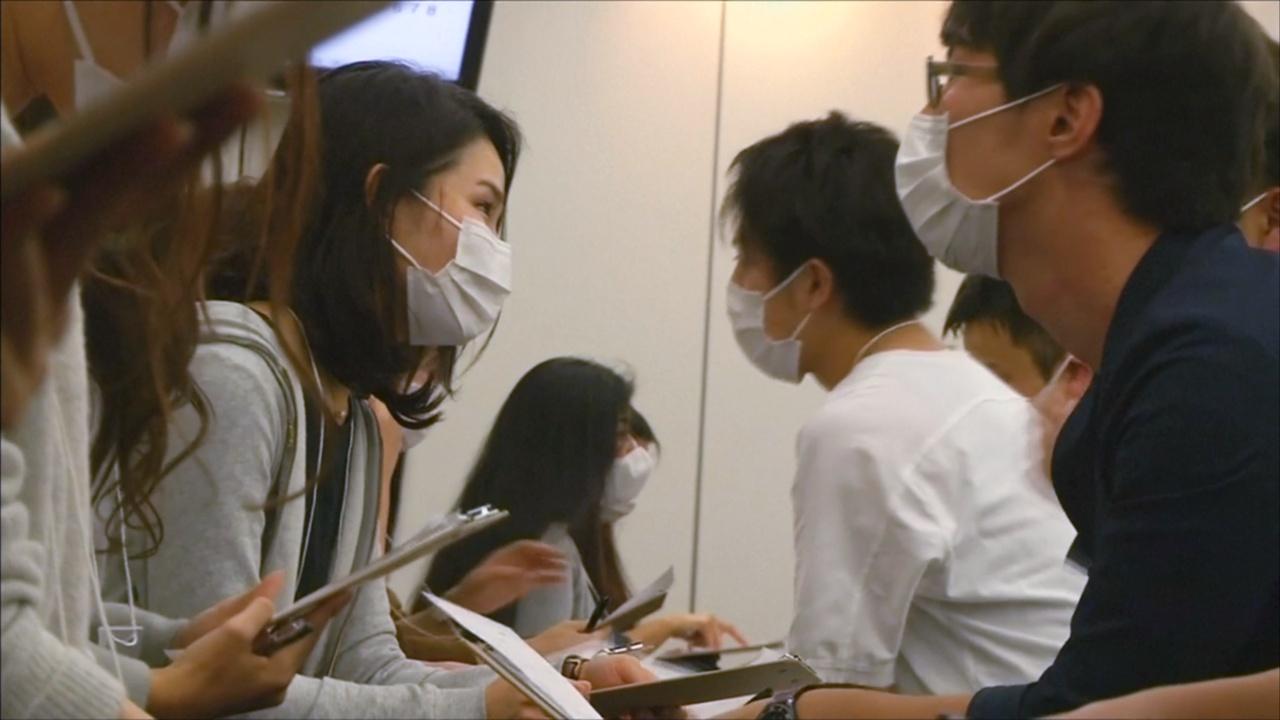 В Японии проводят блиц-свидания в масках