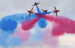 Фигуры высшего пилотажа показали британцы в Малайзии