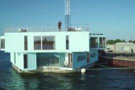 Дания: дома из старых контейнеров на воде