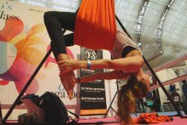 В Лондоне любители йоги занимаются в гамаках