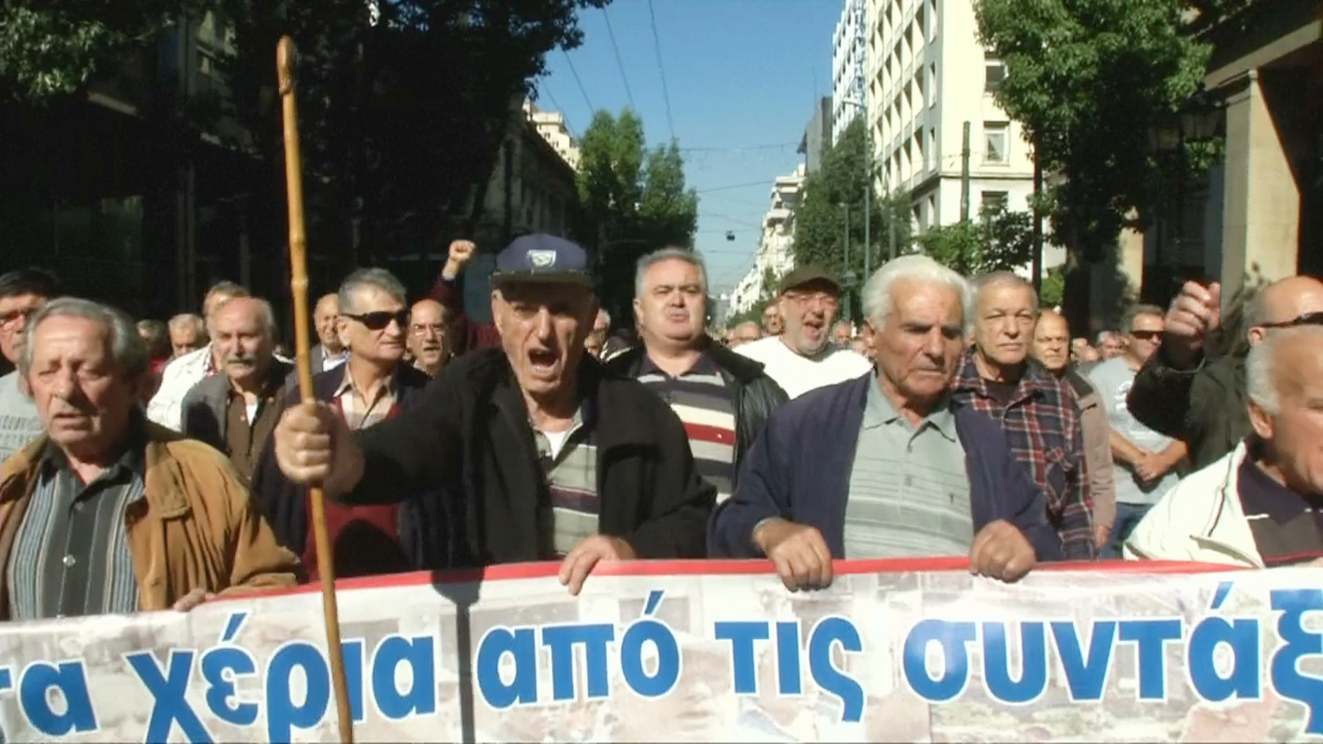 Тысячи греков протестуют против нового сокращения пенсий
