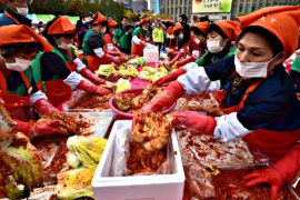 Тысячи южнокорейцев снова готовили кимчи для бедных