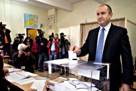 На президентских выборах в Болгарии лидирует социалист