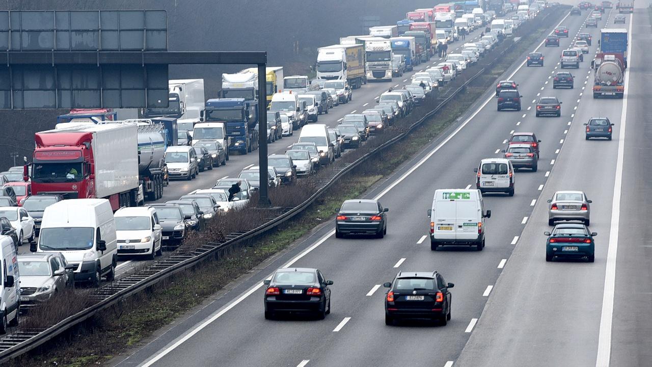 Германия и ЕС разрешают спор вокруг дорожных пошлин
