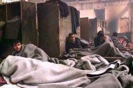 Беженцы в Белграде живут в грязи на старом складе