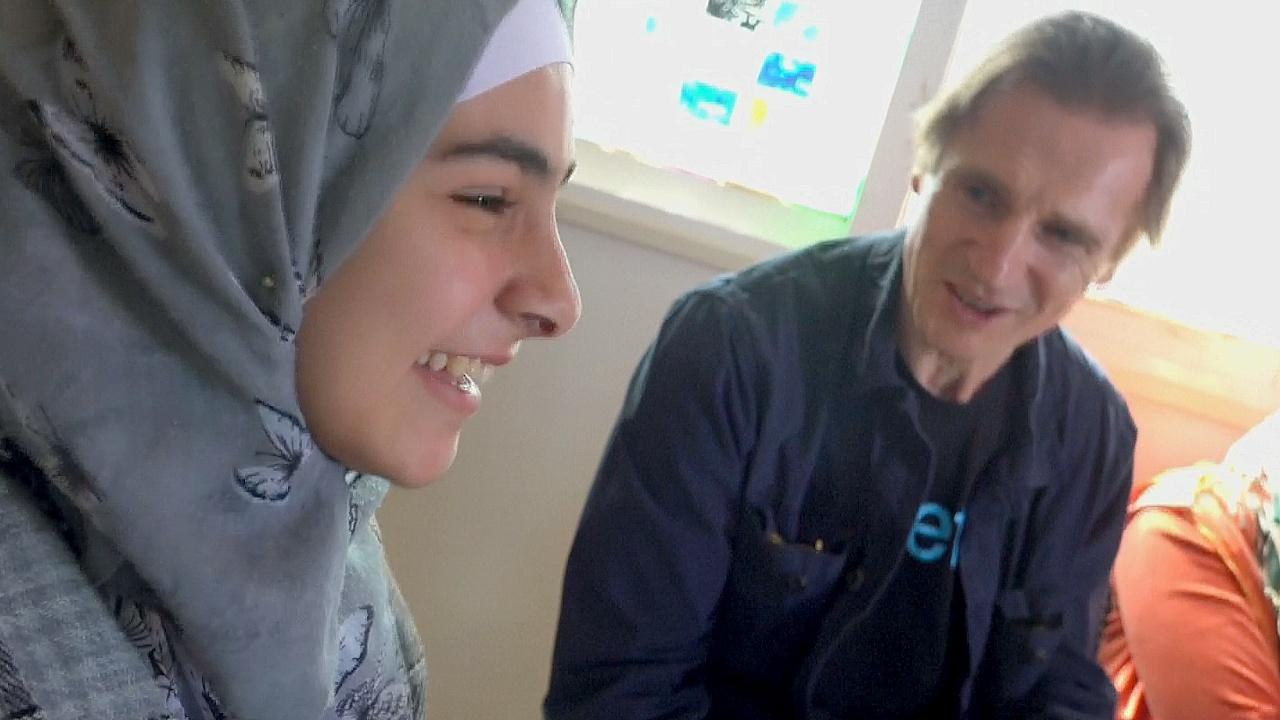 Актёр Лиам Нисон посетил сирийских детей в лагере Заатари