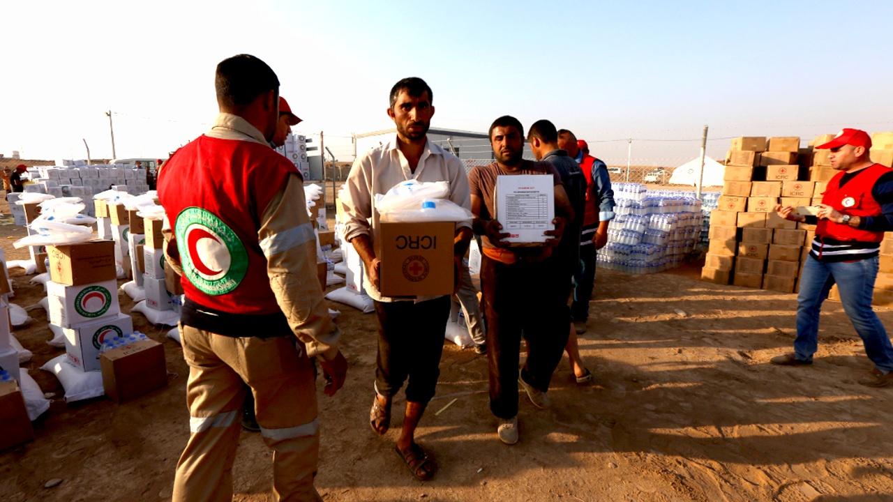 Жителям отбитого у ИГИЛ города доставили гумпомощь