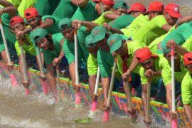 Соревнования на лодках-драконах прошли в Камбодже