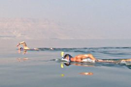 В Мёртвом море впервые состоялся заплыв