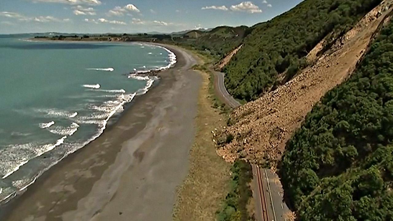 Новая Зеландия: из отрезанного от мира городка эвакуируют людей