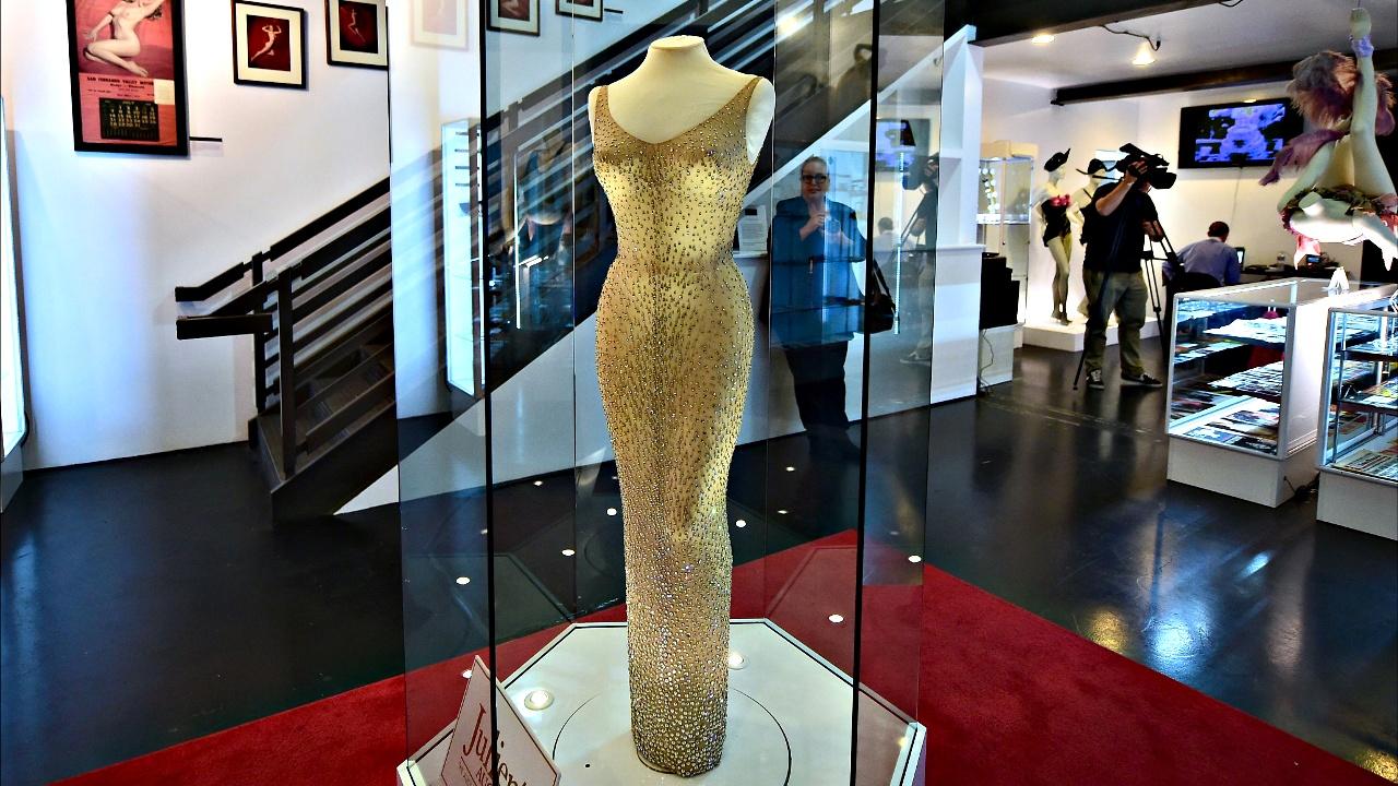 Платье Мэрилин Монро продали на аукционе за $4,8 млн