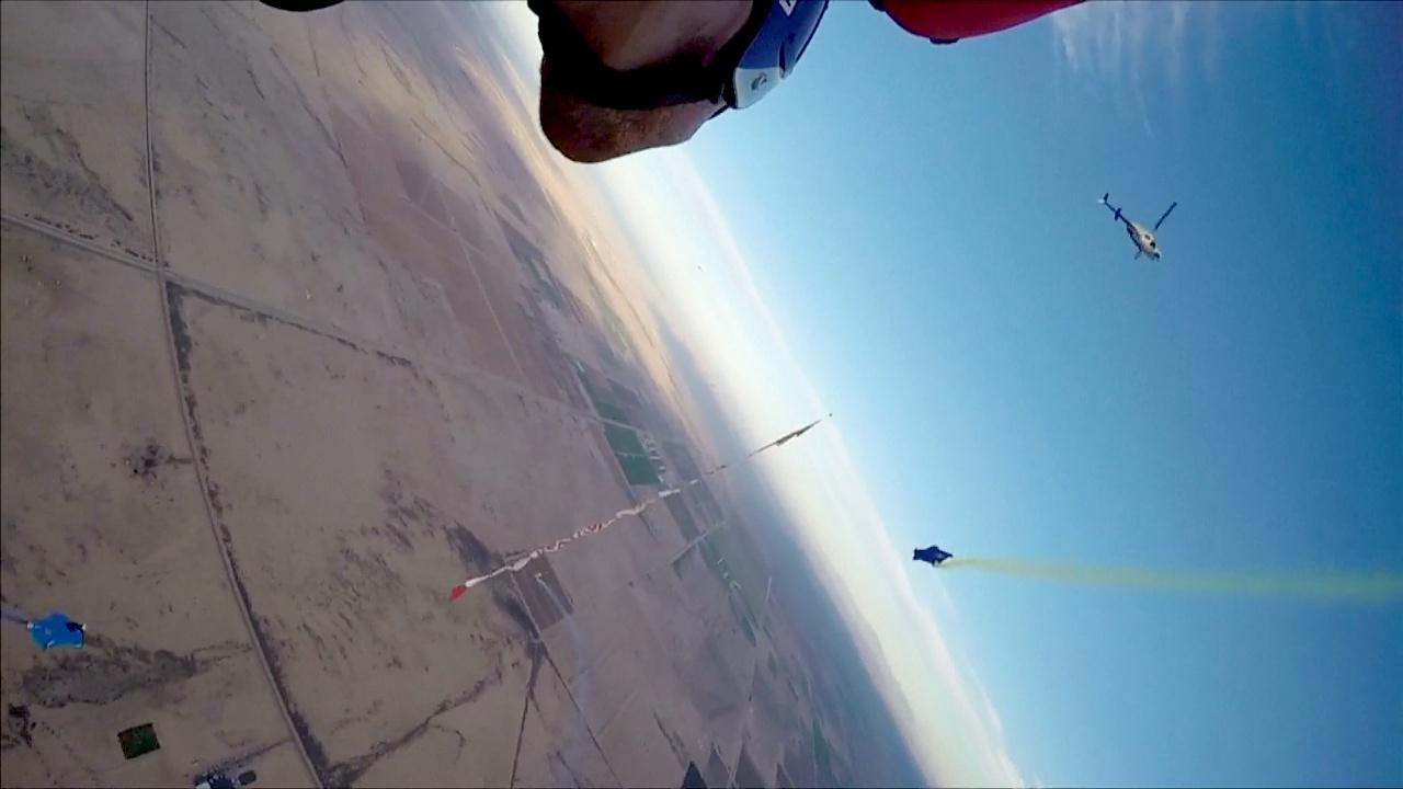 Над пустыней Аризоны летали в вингсьютах на скорость