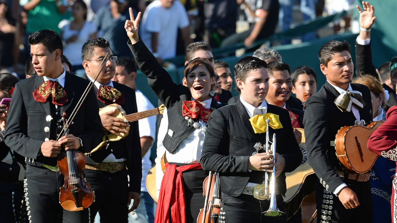 Мексиканские ансамбли мариачи отметили свой праздник парадом