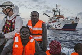 «Врачи без границ»: нужно больше судов для спасения мигрантов