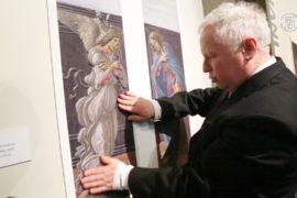 Картины для слепых выставили в Москве