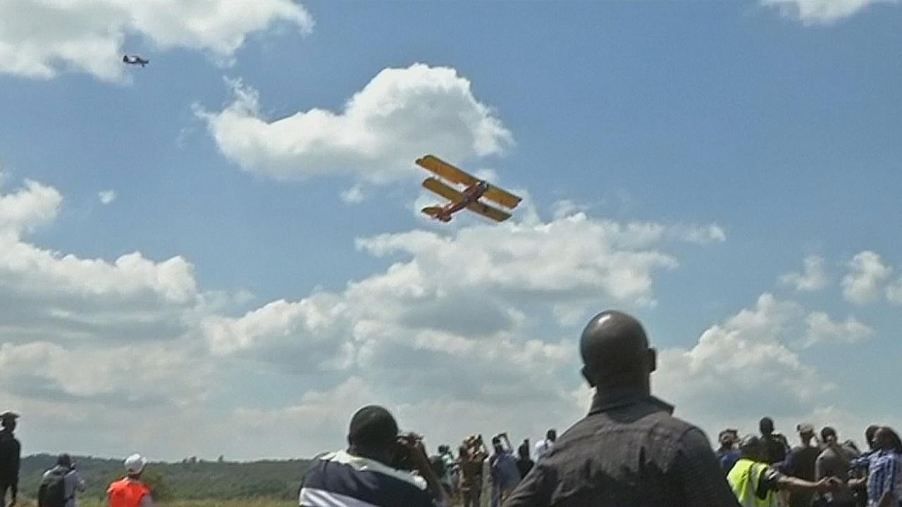 Перелёт винтажных самолётов над Африкой: авиашоу в Кении
