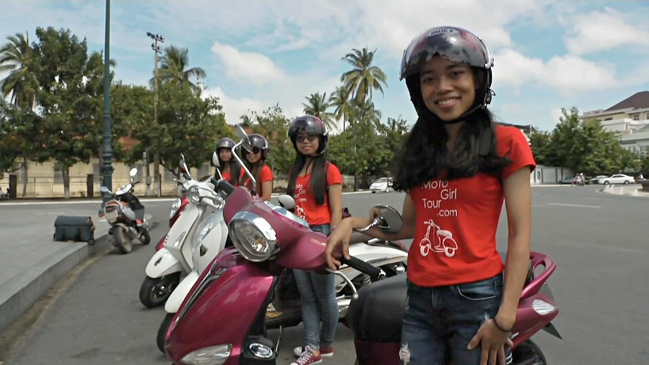 Новая услуга для туристок: экскурсии с женщинами на скутерах