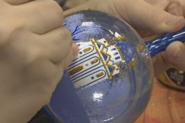 Клинские мастера делают ёлочные игрушки вручную