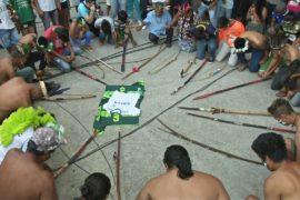 Индейцы проводят ритуал в память о погибших футболистах «Шапекоэнсе»
