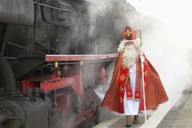 Святой Николай раздал подарки в Рождественском поезде