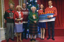 Восковую Елизавету II нарядили в рождественский джемпер