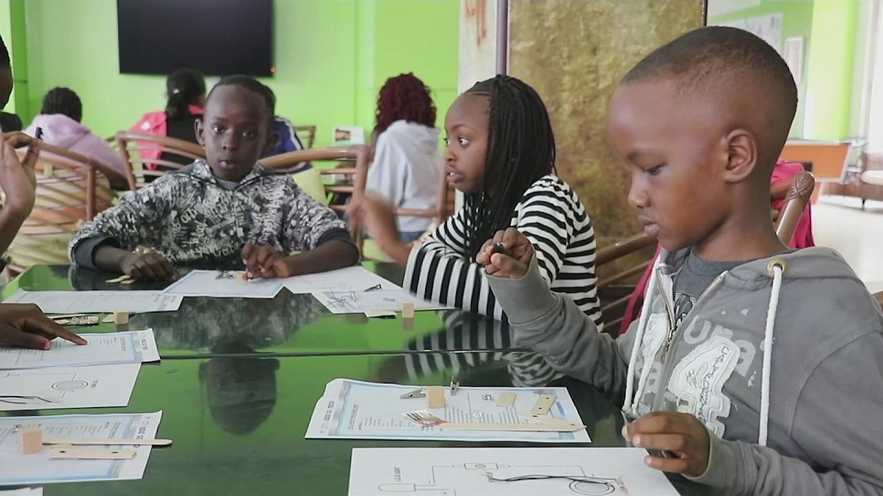 Кения: детей из трущоб учат технологиям и инжинирингу