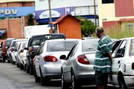 Венесуэла закрыла границы с Колумбией и Бразилией