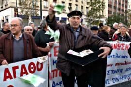Пенсионеры Греции вышли на протест из-за пособия к Рождеству