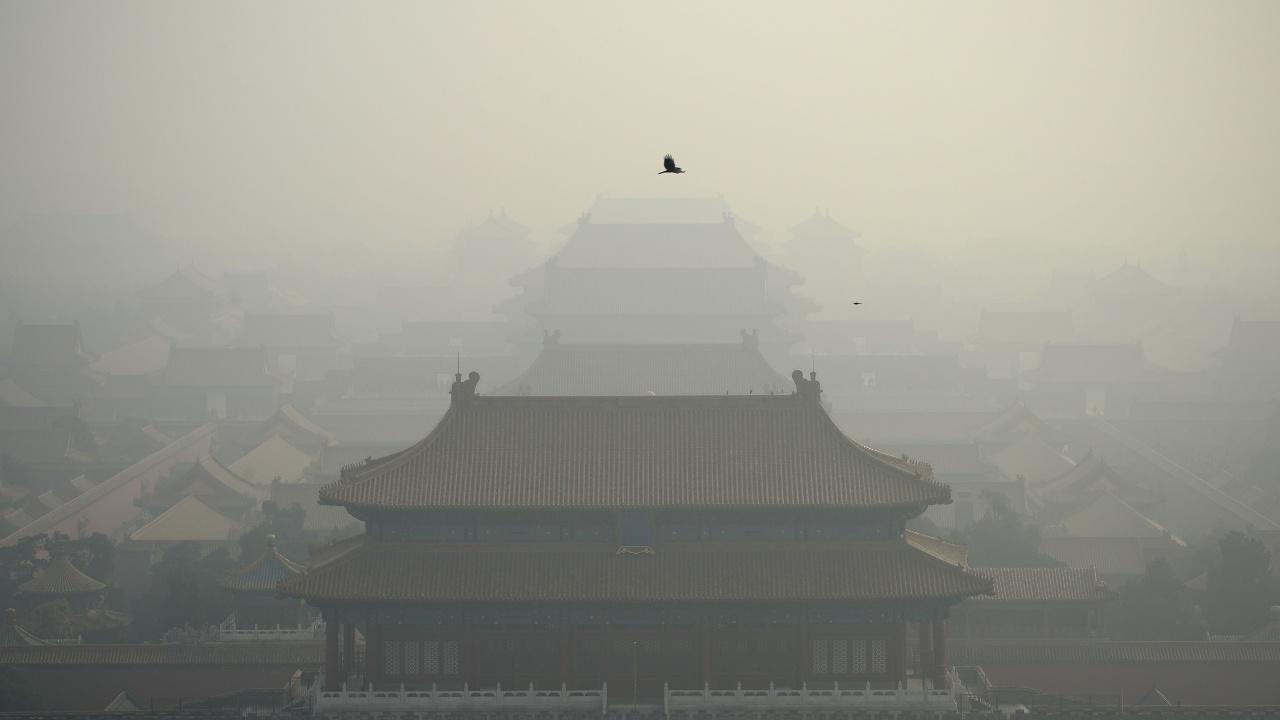 В Китае — красный уровень тревоги из-за смога