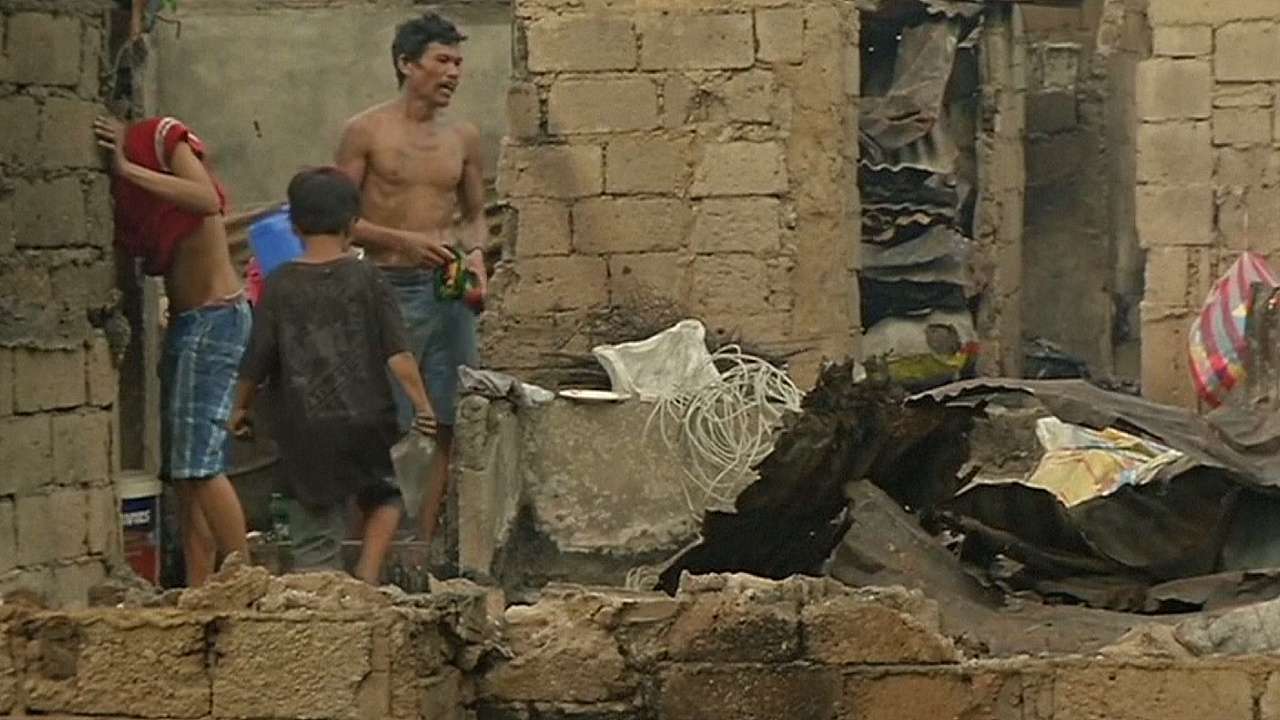 Пожар в трущобах Манилы: тысяча семей лишилась крова