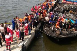 Пожар на туристическом пароме в Индонезии: 23 погибших