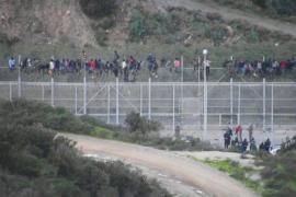 1100 мигрантов атаковали границу испанского полуанклава