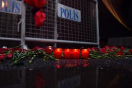 Напавший на ночной клуб в Стамубле по-прежнему на свободе