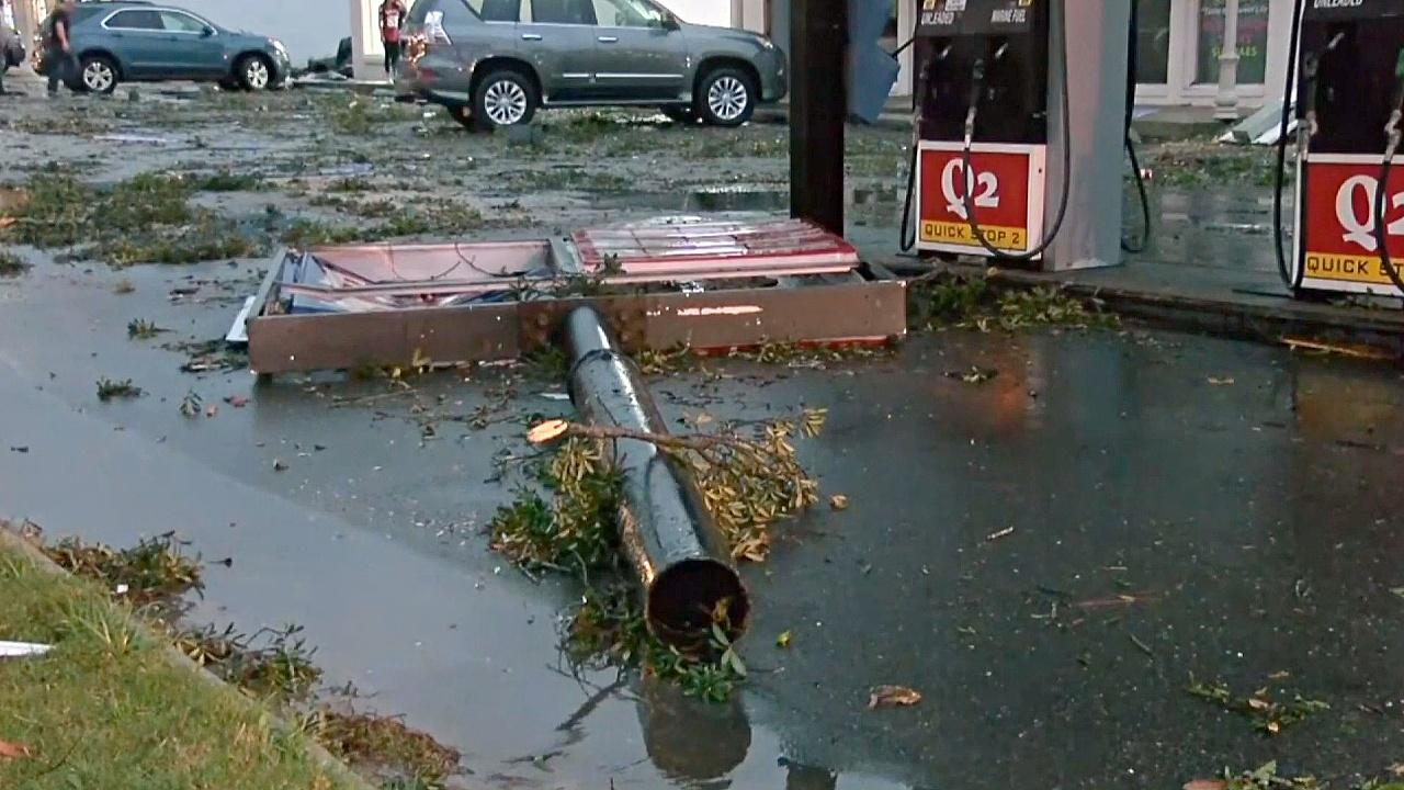 В Алабаме оценивают ущерб после шторма