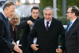 Лидеры разделённого Кипра сели за стол переговоров