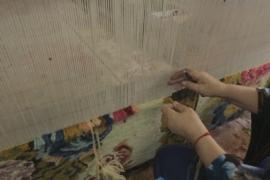 Ткачихи в Болгарии воссоздают ковры по образцам XVIII века