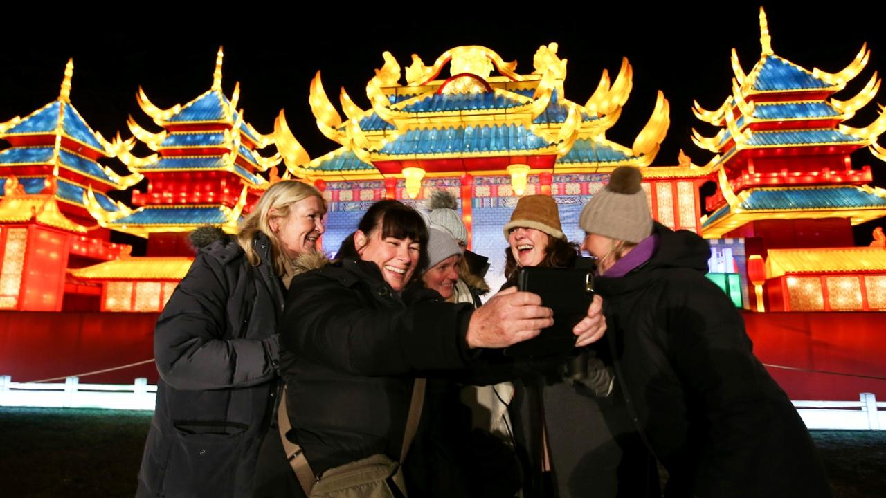 В Лондоне зажглись 1,5 тысячи китайских фонарей