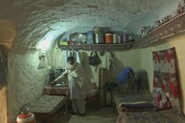 Пакистанцы видят в жизни в пещерах много преимуществ