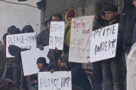 Мигранты в Белграде отказались брать еду