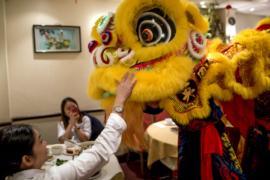 Танцы льва и выпечка: в Сингапуре готовятся к Китайскому Новому году