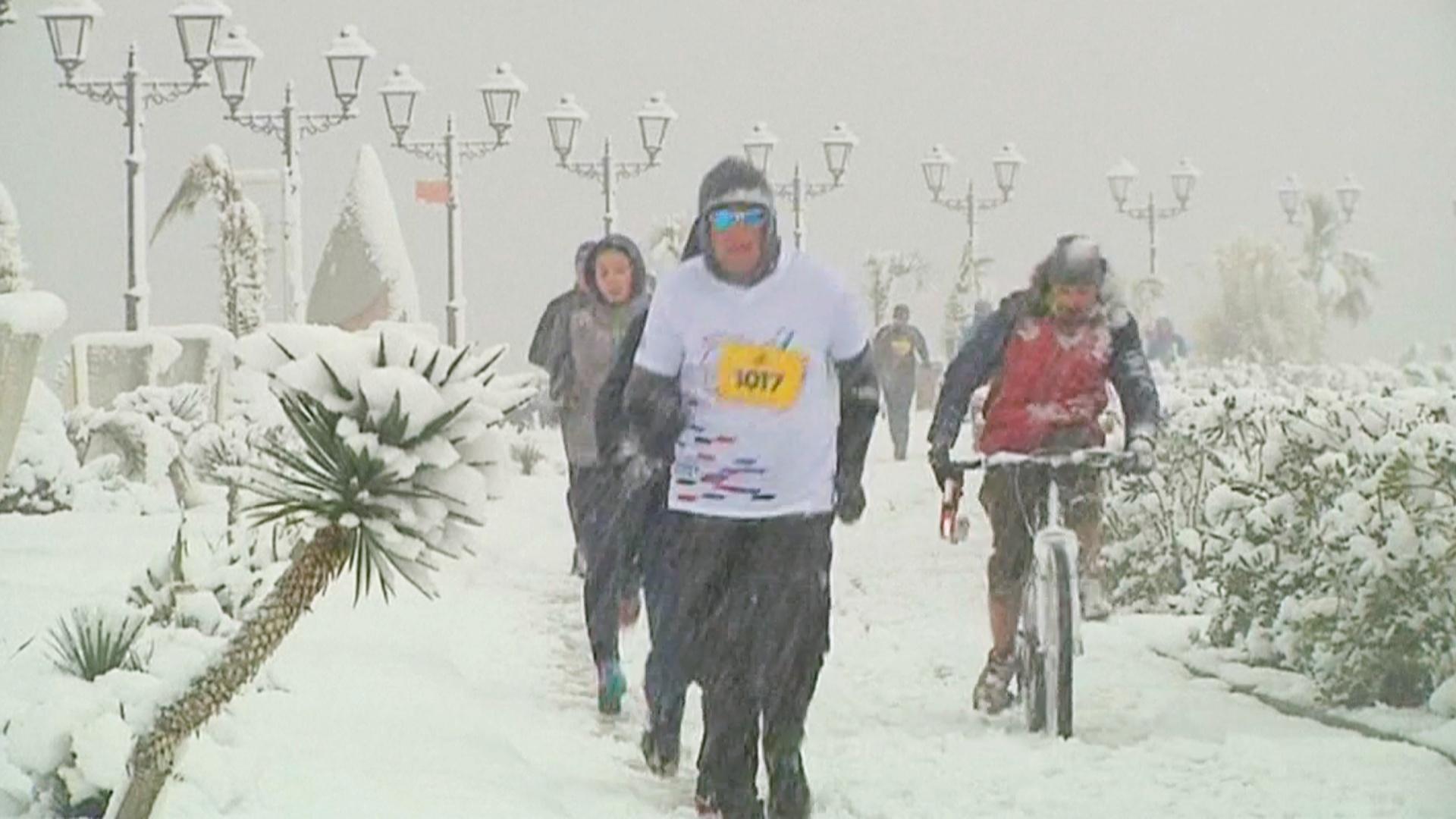 Аномальный снегопад накрыл Сочи