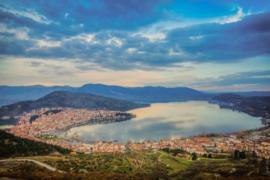 Почему экскурсии в Касторья столь популярны среди европейцев