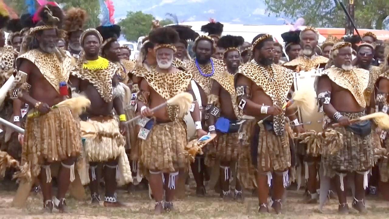 В Африке вводят моду на шкуры из искусственного меха