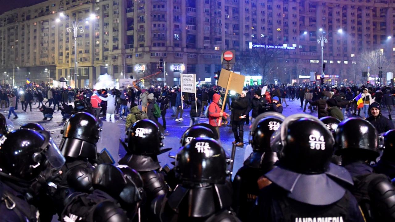 Масштабнейшие протесты в Бухаресте: участвуют 150 тысяч человек